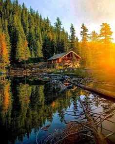 I wish this was my morning cup of coffee spot❤️💜🙏🏻❤️💜🙏… - Beautiful House İn The Woods Log Cabin Exterior, Log Cabin Homes, Lake Cabins, Cabins And Cottages, Cabin Coffee, Forest Cabin, Little Cabin, Photos Voyages, Cabins In The Woods