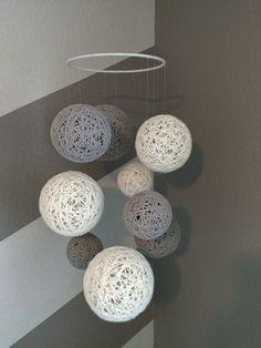 Hilo bola móvil en gris y blanco