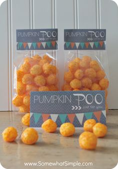Treat Bag Toppers For Kids Pumpkin Poo- A Halloween Snack for Kids Melissa! This is just for you! :)Pumpkin Poo- A Halloween Snack for Kids Melissa! This is just for you! Halloween Snacks For Kids, Halloween Treat Bags, Halloween Goodies, Halloween Birthday, Holidays Halloween, Halloween Cupcakes, Happy Halloween, Vintage Halloween, Halloween Gifts