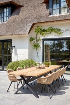 Outdoor Tables And Chairs, Outdoor Rooms, Outdoor Dining, Outdoor Decor, Indoor Outdoor, Cottage Patio, Patio Pergola, Backyard Patio, Backyard Renovations