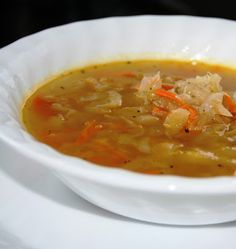 CABBAGE AND CARROT SOUP: 2 TB butter green cabbage minced 1 large onion sliced 2 grated carrots 4 cups beef broth 2 cups water 3 bay leaves 1 pinch thyme salt and pepper Healthy Soup Recipes, Veggie Recipes, Great Recipes, Cooking Recipes, Fusilli, Clean Eating Soup, Healthy Eating, Canadian Food, Carrot Soup