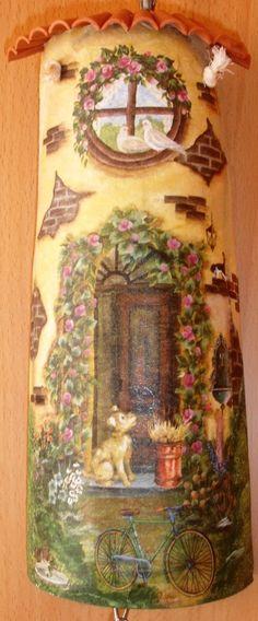 telhas decoradas | Telhas decoradas c/ decoupage Decoupage Tutorial, Decoupage Art, Roof Tiles, Fairy Houses, Stone Painting, Paper Mache, Miniatures, Scrapbook, Fantasy