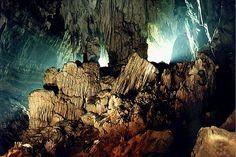 Petar: Parque Estadual Turístico do Alto Ribeira é considerado uma das Unidades de Conservação mais importantes do mundo. Abriga a maior porção de Mata Atlântica preservada do Brasil e mais de 300 cavernas.É considerado hoje um patrimônio da humanidade, reconhecido pela UNESCO