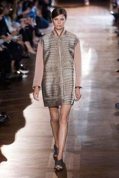Stella McCartney at Paris Fashion Week Spring 2014 - Runway Photos Catwalk Fashion, Live Fashion, New York Fashion, Fashion Show, Paris Fashion, Fashion Fashion, Stella Mccartney, Spring Summer Fashion, Spring 2014