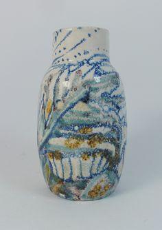 De Vier Paddenstoelen ('The 4 Mushrooms'), Utrecht, Holland - early abstract vase 1920-1923