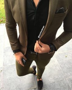 Yes or No TomFordMen is part of Suits - Mens Athletic Fashion, Trendy Mens Fashion, Indian Men Fashion, Stylish Mens Outfits, Blazer Outfits Men, Mens Fashion Blazer, Mens Fashion Wear, Suit Fashion, Dapper Suits