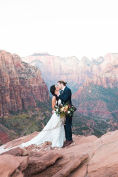 We're in love with today's feature, a Sunrise Elopement at Zion National Park, captured by Hazel & Lace Photography at Tyler Rye's Zion Workshop.