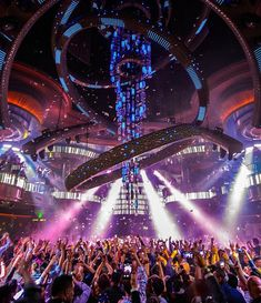 Balada Omnia Nightclub no Hotel Caesar's Palace em Las Vegas Grand Canal, Club Ambiance, Mandalay, Festivals, Edc Las Vegas, Nightclub Design, Club Lighting, Caesars Palace, Stage Design