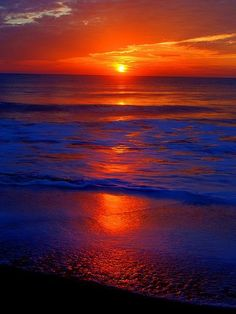 ✮ Gorgeous Sunset, No two sunsets or sunrises are exactly the same; endless possibilities for wonderful color and light combinations. Amazing Sunsets, Amazing Nature, Beautiful World, Beautiful Places, Beautiful Sunrise, Beautiful Ocean, Pretty Pictures, Beautiful Landscapes, Wonders Of The World