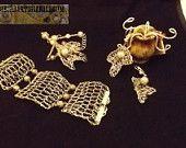 braccialetto, orecchini, collana con ciondolo, tutto realizzato a mano con la tecnica wire craft.