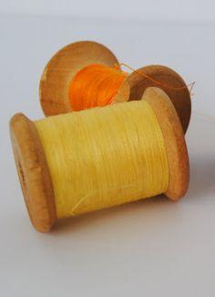 antigo carretel de madeira de fio (linha) de algodão de costura marca Ancora: