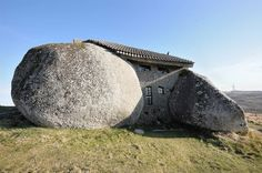 """Conheça a verdadeira casa dos """"Flintstones"""" em Portugal"""