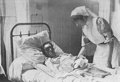 Cameronian with head and hand injury. WW1