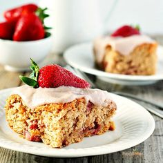 Strawberry Breakfast Cake - Absolutely the best gluten-free, vegan and refined-sugar free with fresh strawberries! Sugar Free Recipes, Almond Recipes, Baking Recipes, Cake Recipes, Dessert Recipes, Flour Recipes, Vegan Breakfast Recipes, Delicious Vegan Recipes, Healthy Desserts