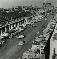 Cars outside of Queen Victoria Market, Victoria St.
