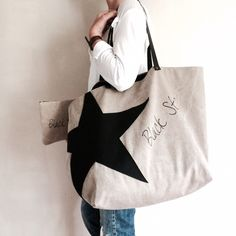 "Image of ""Black Star"" Ensemble grand sac plage & Week-end et sa pochette (sur commande) macys bag Sac Week End, Slouch Bags, Diy Tote Bag, Jute Bags, Denim Bag, Fabric Bags, Love Sewing, Shopper, Black Star"