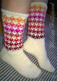 Mellun Hollywool: Salmiakkia ja hedelmäkarkkeja -sukkia Knitting Socks, Knitting Stitches, Hand Knitting, Knit Socks, Cozy Socks, Mittens, Stitch Patterns, Free Pattern, Slippers