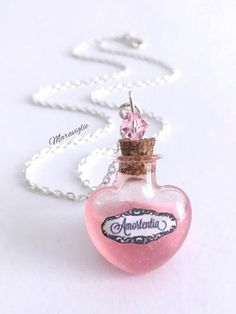 What does the Harry Potter love potion smells like to you Collier Harry Potter, Harry Potter Schmuck, Bijoux Harry Potter, Cadeau Harry Potter, Objet Harry Potter, Harry Potter Bricolage, Décoration Harry Potter, Harry Potter Thema, Harry Potter Universal