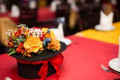 Para os centros de mesa, cartolas floridas!!