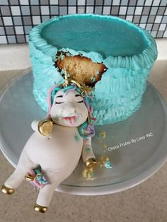 Be honest: At least once in your life — and probably more than that — you've felt exactly like this unicorn. tort This Fat Unicorn Cake Is All Of Us After Our Fourth Slice Beautiful Cakes, Amazing Cakes, Mini Cakes, Cupcake Cakes, Fat Unicorn, Bolo Cake, Funny Cake, Funny Birthday Cakes, Salty Cake
