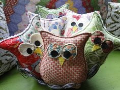 Easy sew owls with pattern. Great idea for friend gifts and maybe a small collection for my tree. | Button Bird Designs