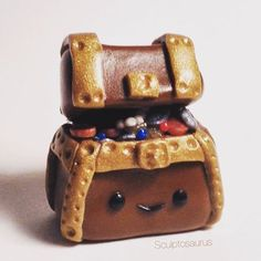 Here's a little treasure chest with some pearls, coins and jewels peeking out. 🌴⚓️☠ #polymerclay #polymer #clay #treasurechest #treasure #miniature #handmade #cute #kawaii #craft #sculpey #premo #fimo #figurine