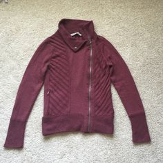 Athleta maroon sweater sz sm Beautiful maroon zip up sweater in excellent condition! Fabric is 70% nylon and 30% wool. Heavier material, sure to keep you warm ! Very minor fuzzies under armpit but truly not noticeable when wearing !! Athleta Sweaters