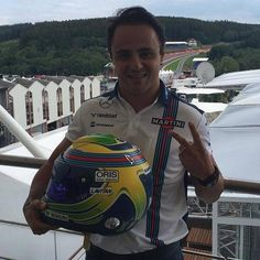 There is a special new helmet for @MassaFelipe19 who celebrates 200races with Schuberth. Liking the matt finish