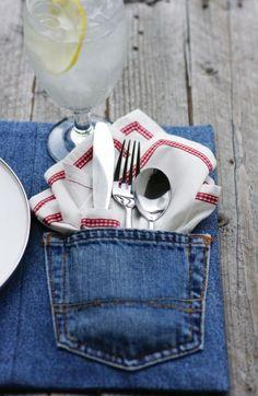 ジーンズのポケットの部分をそのまま活かしたランチョンマット。ナプキンやスプーン、フォークを入れてかわいくおもてなしできます♪