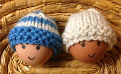 I have designed and knitted these egg cosies a year ago as an example of an easy project for beginner knitter and to promote Yarn Over Coffee. Over the year they have become very popular and… Baby Hat Knitting Patterns Free, Knitting Designs, Free Knitting, Free Pattern, Crochet Patterns, Easy Patterns, Quick Knitting Projects, Knitting For Beginners, Knitting Ideas