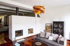 Lámpara Link de Luzifer LZF-Lamps diseñada por Ray Power fabricada con láminas de madera entrelazadas unas con otras en 9 acabados diferentes, creando un imponente diseño de formas orgánicas increíblemente acogedor.