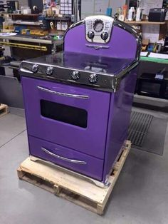 Fogão Roxo (I Want it in my kitchen! Shades Of Purple, Deep Purple, Pink Purple, Purple City, Purple Furniture, My Favorite Color, My Favorite Things, All Things Purple, Purple Stuff