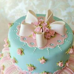 Bridal Shower Cake, love this for the tea party! Gorgeous Cakes, Pretty Cakes, Cute Cakes, Amazing Cakes, Baby Shower Cakes, Round Wedding Cakes, Cake Wedding, Wedding Cupcakes, Birthday Cakes For Women