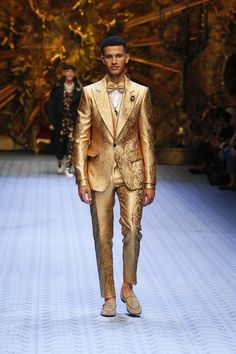 Dolce&Gabbana Spring Summer 2019 Men's Fashion Show. Men Fashion Show, Suit Fashion, Mens Fashion, Fashion Outfits, Burning Man Mode, Haute Couture Looks, Men Dress Up, Mode Costume, Burning Man Fashion