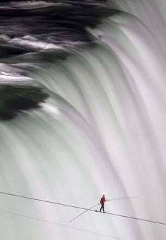Nik Wallenda becomes first person to walk across Niagra Falls on tightrope...