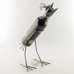 Decorate your wine bottle a little differently. Place the wine bird with your bottle on the table. For pouring please remove the head. (Delivery excludes wine bottle)