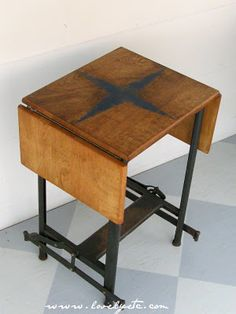vintage typewriter stand (needed for my vintage typewriter)