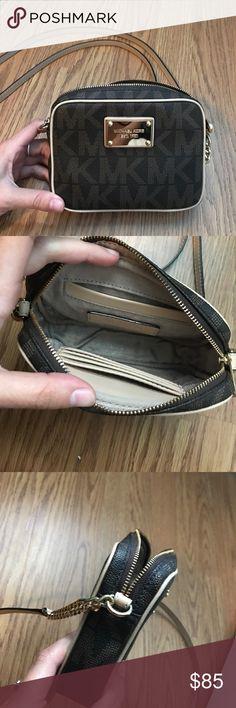 Michael Kors crossbody purse I perfect condition. Used maybe once MICHAEL Michael Kors Bags Crossbody Bags