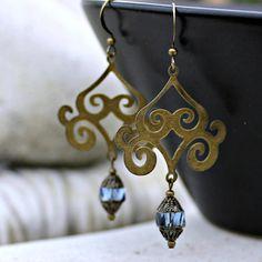 Pendientes de araña Bohemia - zafiro azul, latón antiguo, ruta de la seda, colgantes, joyas de las mujeres, Boho, cristal checo de Bohemia, azul