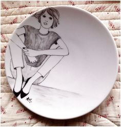 If you are looking for a cheap and creative way to add color and life into your interior, then look no further than ceramic plates. Rather than turning to expensive art pieces and portraits, you ca… Clay Plates, Ceramic Plates, Ceramic Pottery, Pottery Art, China Painting, Mural Painting, Porcelain Pens, Expensive Art, Engraved Plates
