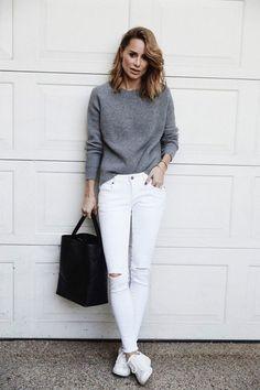 40594cf707dc6 Calça destroyed, tênis branco e suéter cinza é despojado e fácil, além de  funcionar