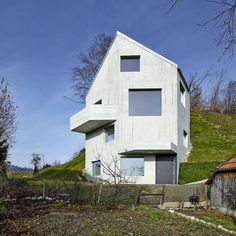Haus Sumiswald : Minimalistische Häuser von Translocal Architecture