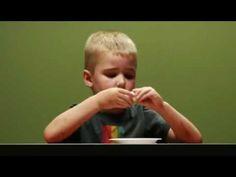 Experiment bij kinderen met een marsh mellow!  Echt geweldig! Wat zouden de kinderen zelf doen denken ze?
