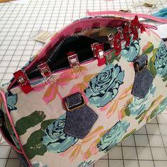 Photo Tutorial: Blanche - Swoon Sewing Patterns Sewing Stitches, Sewing Patterns, Bag Patterns, Sewing Projects, Projects To Try, Bag Pattern Free, Barrel Bag, Bag Organization, Photo Tutorial