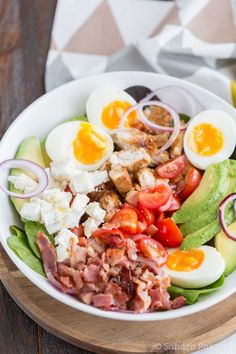 Salade Cobb au poulet - Recette de salade - The Best Whole Recipes Healthy Recipes For Diabetics, Healthy Salad Recipes, Lunch Recipes, Healthy Comfort Food, Healthy Eating, Ensalada Cobb, Chicken Salad, Chicken Bacon, Avocado Chicken