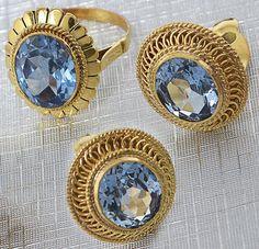 Conjunto em oouro amarelo 18 k, constando de par de brincos e anel, aro 17. Ornadas com topazios