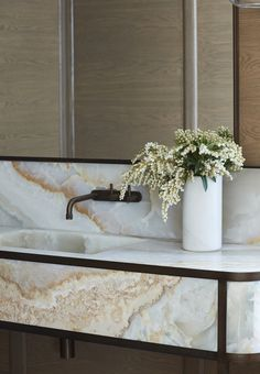 The home of Camilla Freeman-Topper by Alwill Interiors and Luigi Rosselli Architects Bathroom Interior Design, Home Interior, Decor Interior Design, Interior And Exterior, Interior Decorating, Interior Paint, Eclectic Bathroom, Interior Doors, Interior Lighting