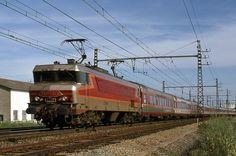 """SNCF CC6516, train TEE 76 """"Le Capitole du Soir"""" de Toulouse-Matabiau ► Paris-Austerlitz - FRANCE, 1977"""