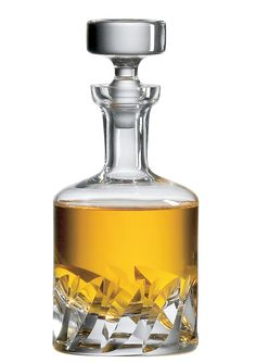 Ravenscroft Crystal Beveled Blade Decanter The Ravenscroft Beveled Blade is a massive hand cut gem. This is the perfect old world spirits decanter. Expensive Gifts For Men, Concours Design, Verre Design, Glass Design, Good Whiskey, Irish Whiskey, Crystal Decanter, Crystal Glassware, Antique Glassware