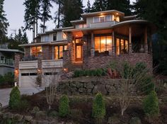 LHM Oregon/SW Wash - You will spend many hours enjoying the lake views from most major rooms in this stunning home that combines elegance with comfort. In a prime location this is a home of unsurpassed quality where every luxurious detail has been created for your comfort and pleasure. Major main floor rooms radiate from the spacious central  …